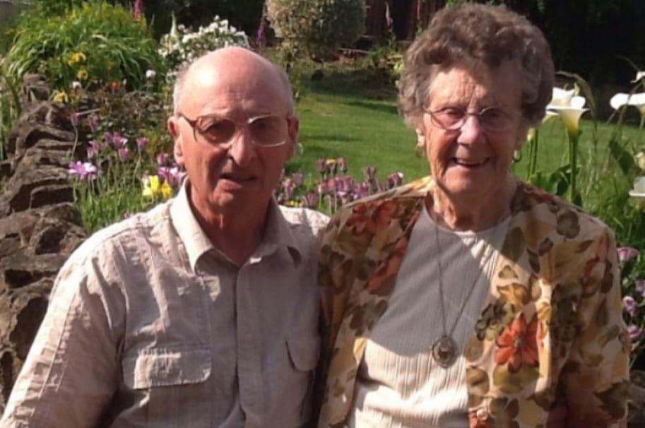 Anciano y su esposa. Pulzo.com