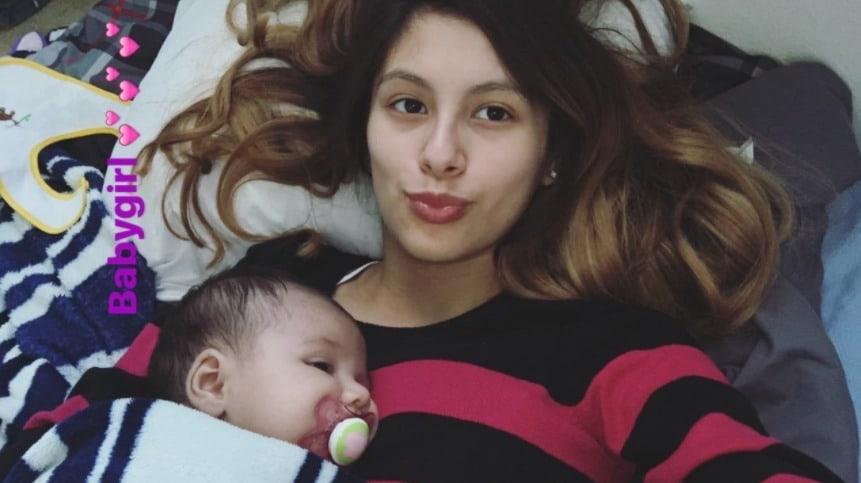 Joven madre y su bebé. Pulzo.com