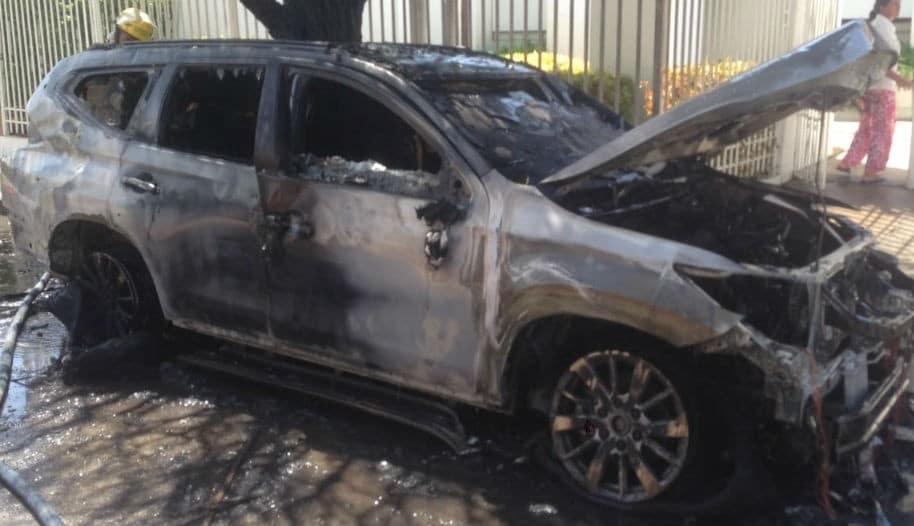 Incendio de vehículo del exparlamentario Hernando Escobar