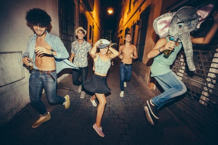 Fiesta en la calle. Pulzo.com