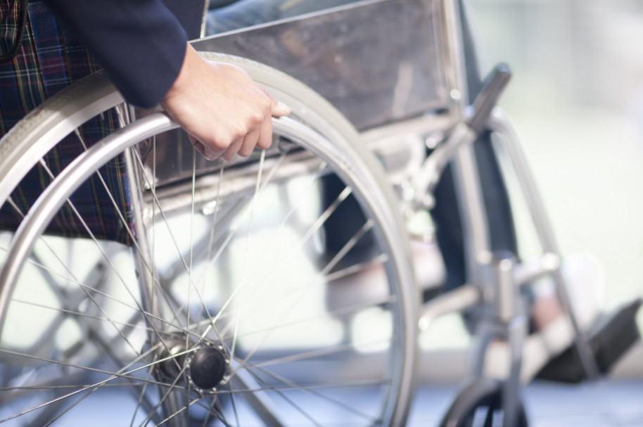 Hombre en silla de ruedas. Pulzo.com