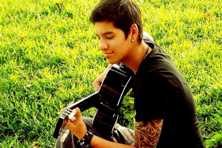 Leonard Jesús Alarcón, cantante venezolano y tatuador