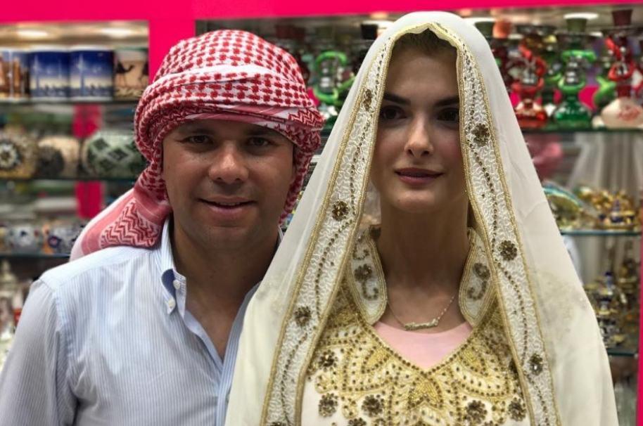 Luis Carlos Vélez, periodista de Caracol Radio y Telemundo, y su esposa Siad Char, expresentadora de Noticias Caracol.