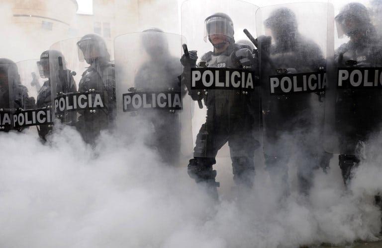 Policía Antidisturbios reprime con violencia a maestros que manifestaban pacíficamente