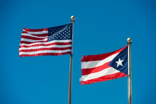 Banderas de Estados Unidos y Puerto Rico