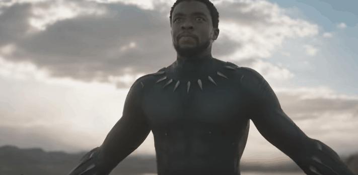 Chadwick Boseman como Black Panther.
