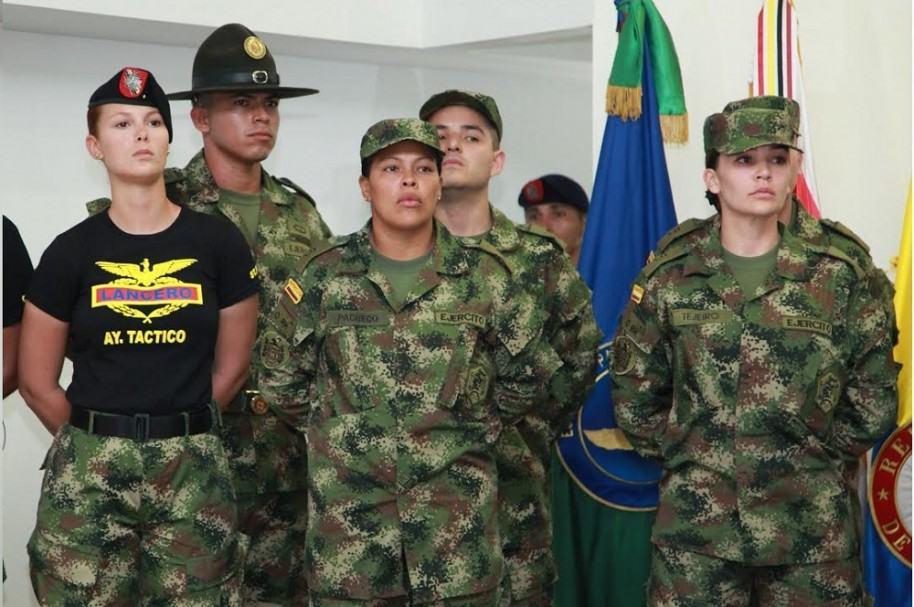 La teniente Vanessa Rojas junto a la boxeadora Enis Pacheco y la actriz Lina Tejeiro.