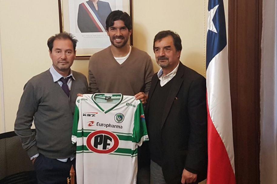 El Loco Abreu llega a Chile