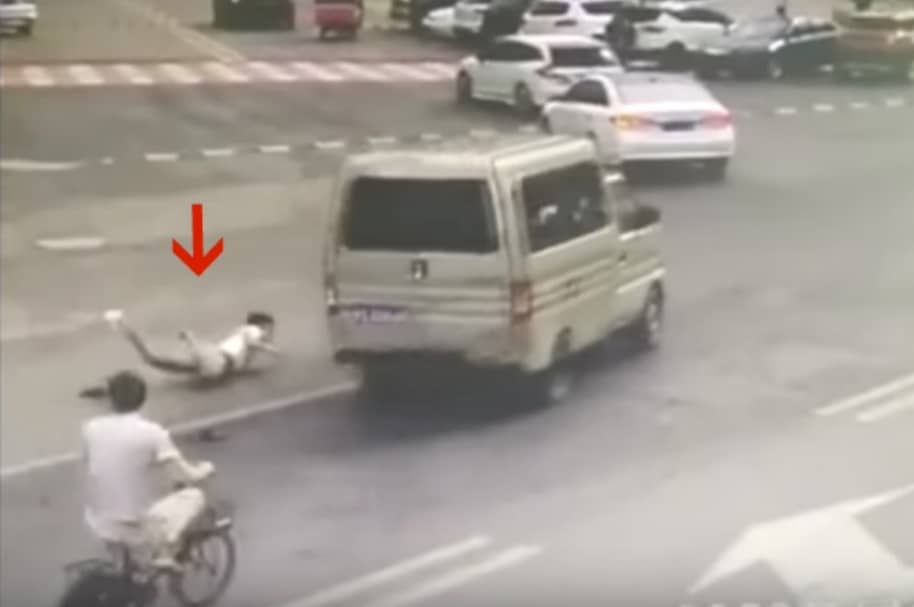 Conductor se lanza de furgoneta que se iba a incendiar. Pulzo.com