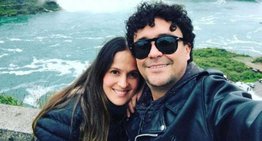 Andrés Cepeda y su prometida, Elisa Restrepo.