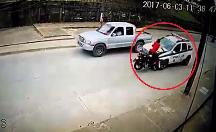 Choque entre motociclista y patrulla de la Policía