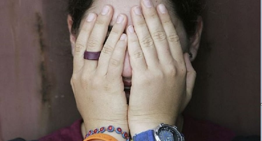 Mujer llorando abuso