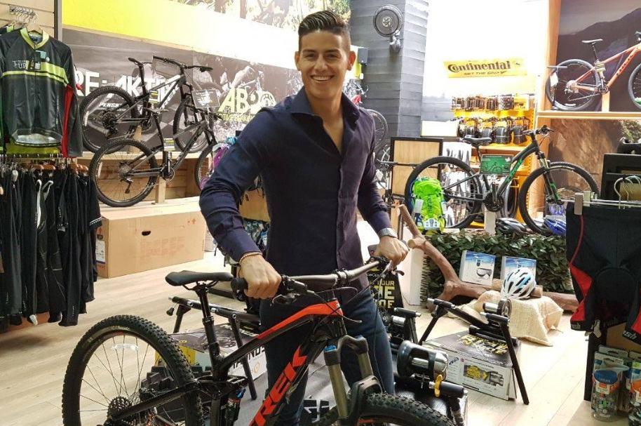James en bicicleta