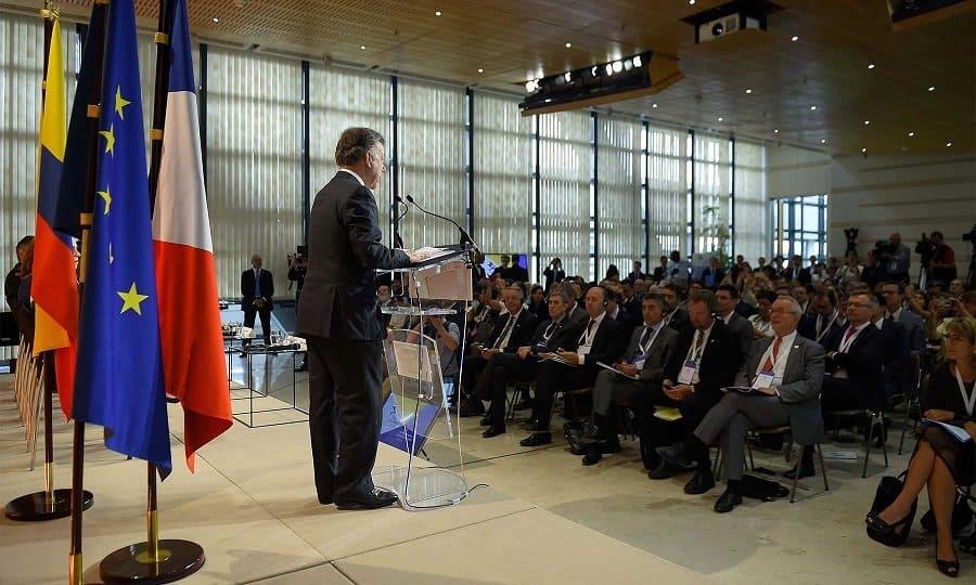 Juan Manuel Santos ante empresarios franceses.