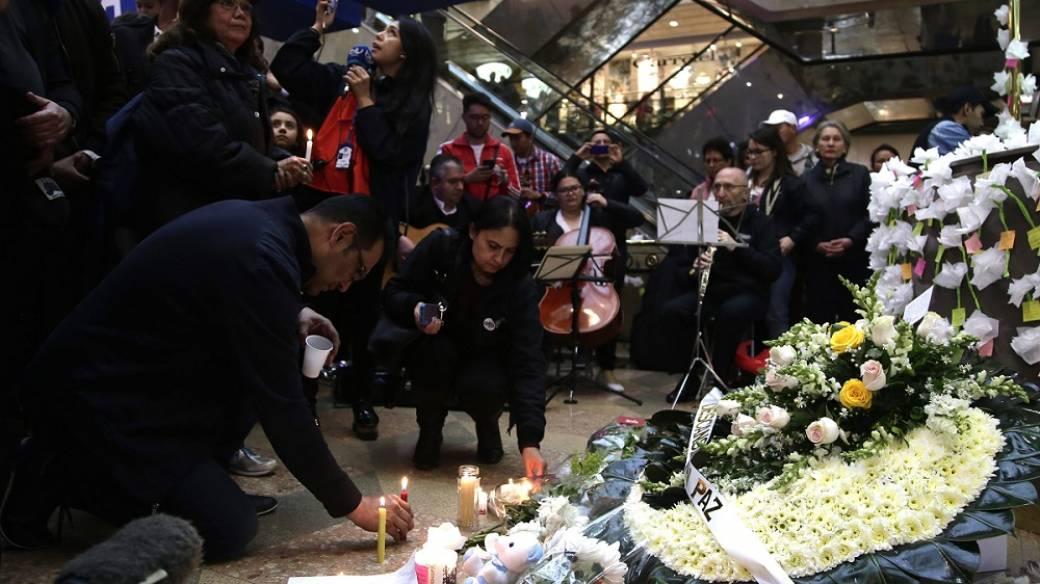 Homenaje a víctimas de atentado en Centro Comercial Andino.