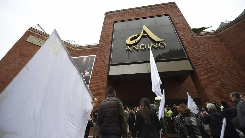 Homenaje a víctimas del atentado en Centro Comercial Andino.
