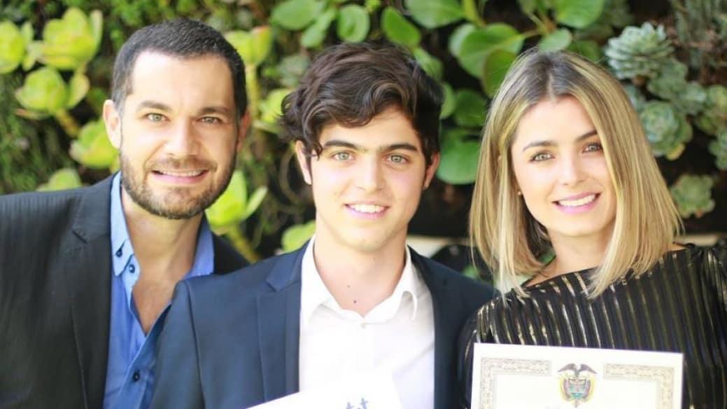 La presentadora Cristina Hurtado junto a su esposo, el actor Josse Narváez, y su hijo Daniel.