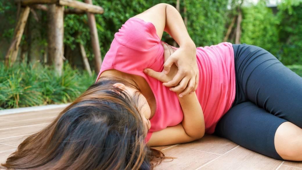 Mujer luego de desmayarse. Pulzo.com