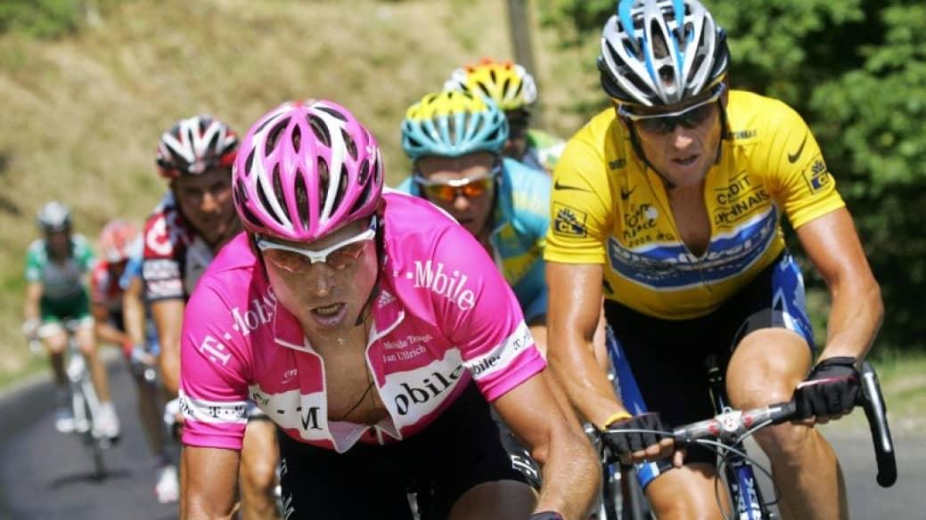 Jan Ullrich (izq.) y Lance Armstrong durante el Tour de Francia en el 2005