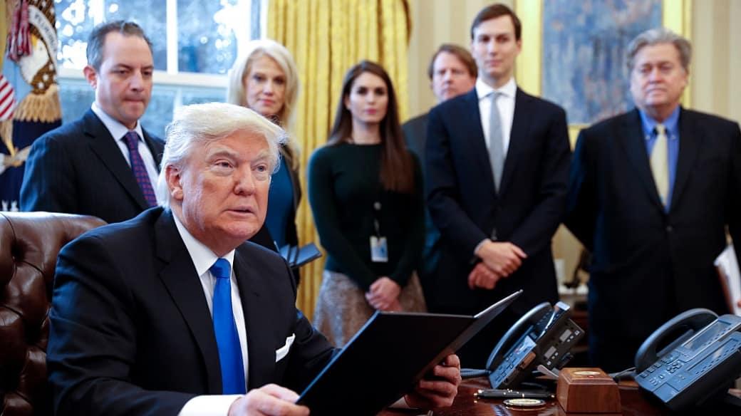 Donald Trump y sus asesores