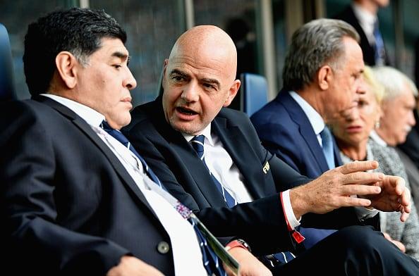 Diego Maradona y Gianni Infantino
