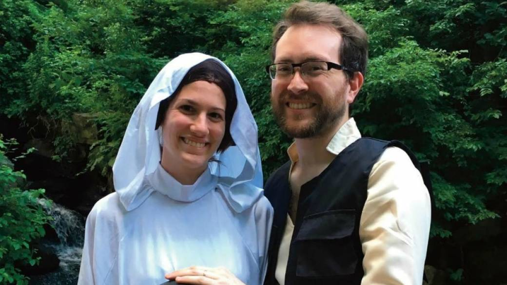 Pareja anuncia que tendrá bebé disfrazada de Leia y Han Solo. Pulzo.com