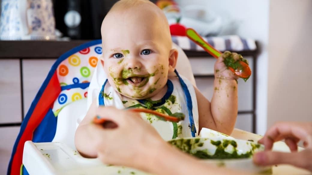 Bebé comiendo - Pulzo.com