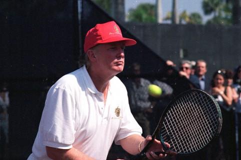fdcc9c90e88 Reviven desagradable foto en la que Trump jugaba tenis