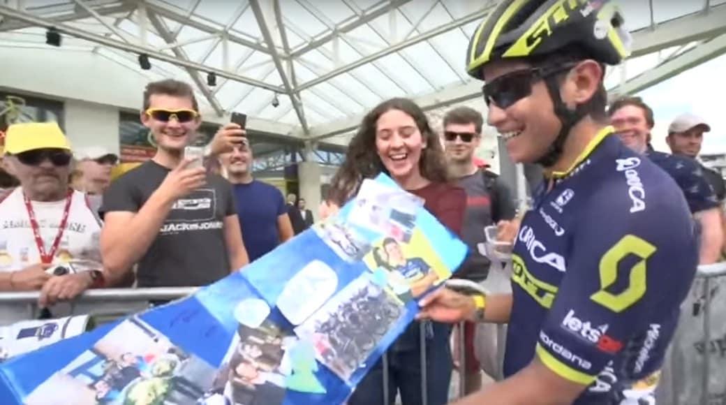 Esteban Chaves con fanáticos