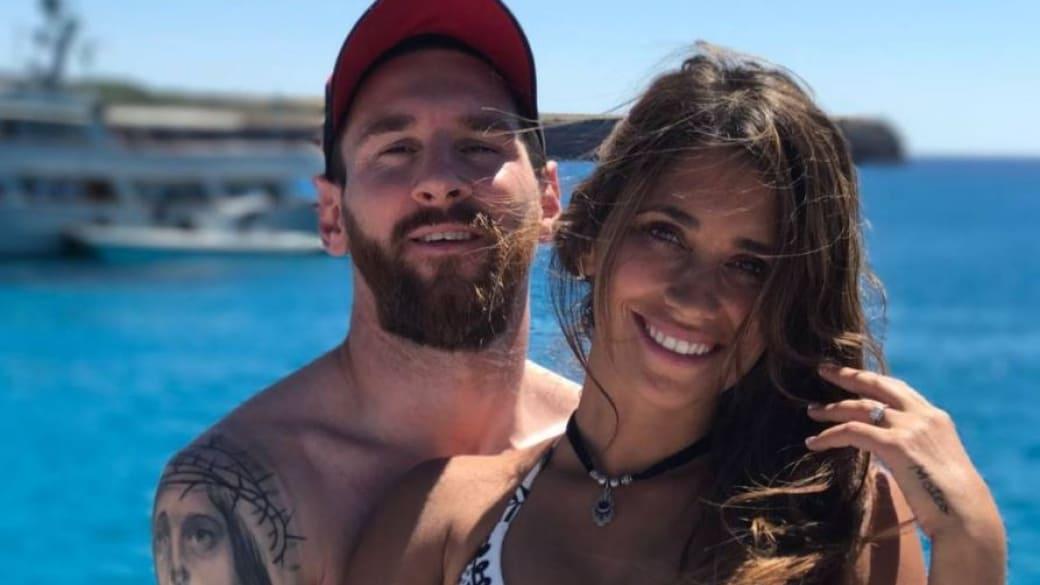 Lionel Messi, futbolista del Barcelona, junto a su esposa Antonella Roccuzzo.