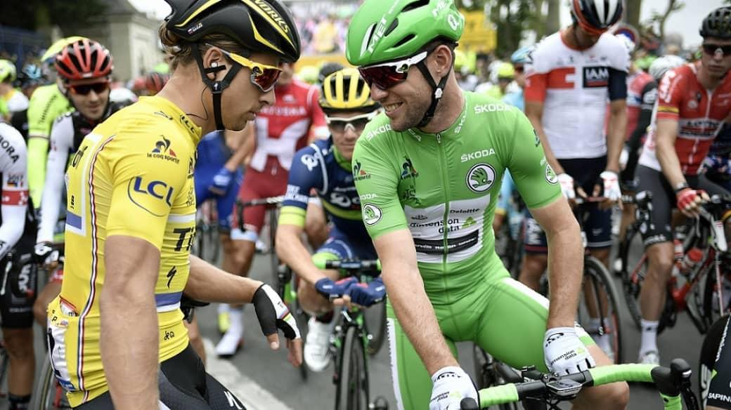 Peter Sagan (izquierda) con Mark Cavendish, en el Tour de Francia 2016 (5 de julio de 2016)