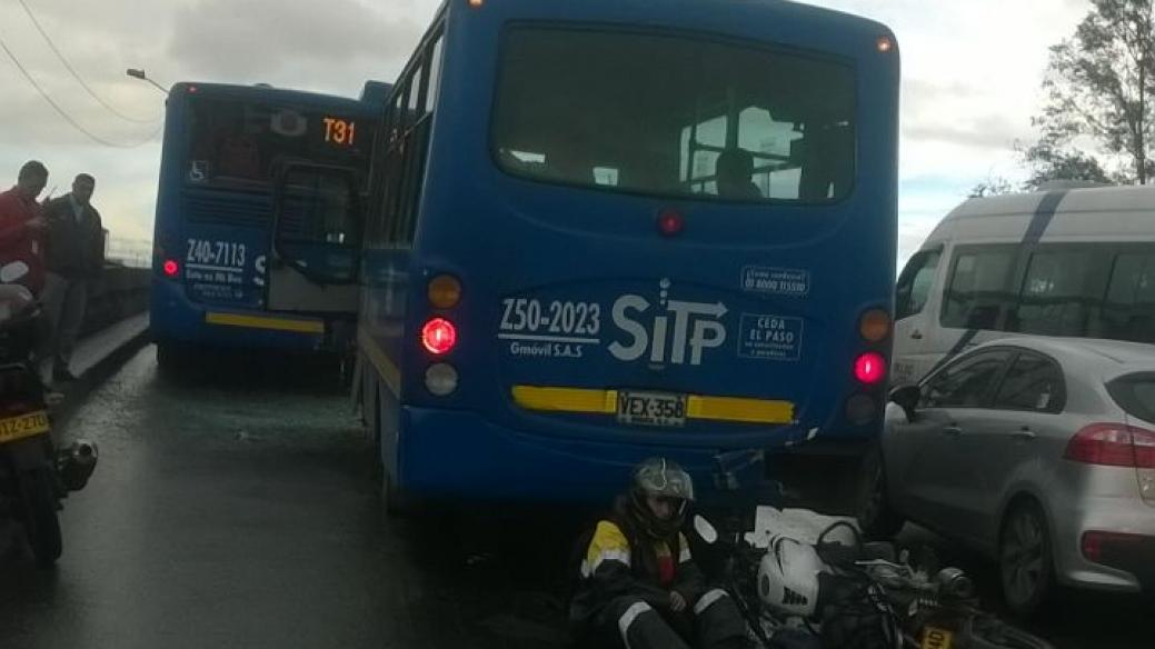Choque múltiple que involucra a buses del SITP
