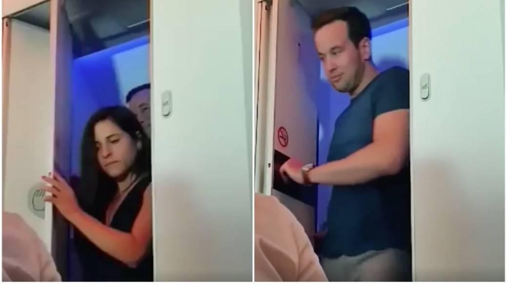 Pareja en baño de avión.