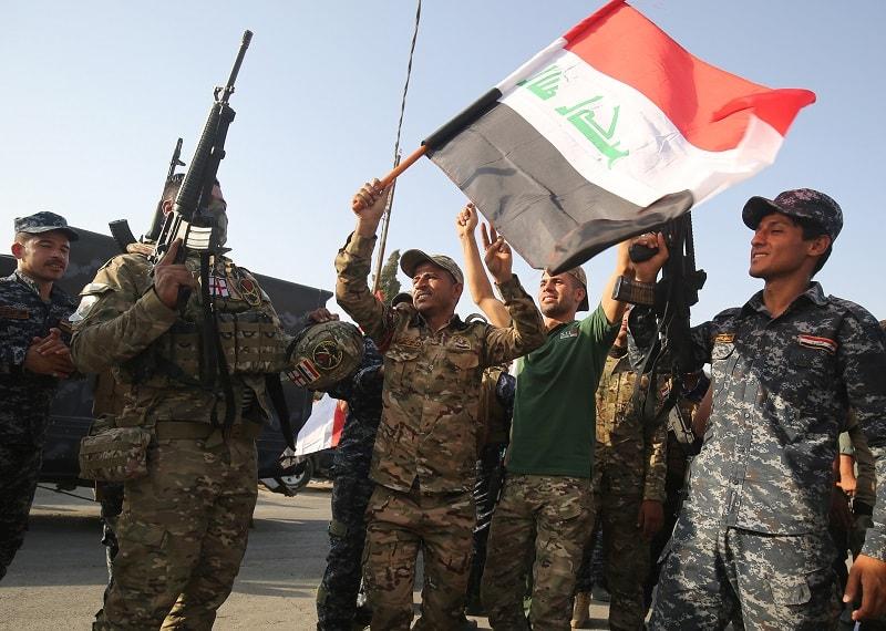 Fuerzas iraquíes celebran recuperación de Mosul.