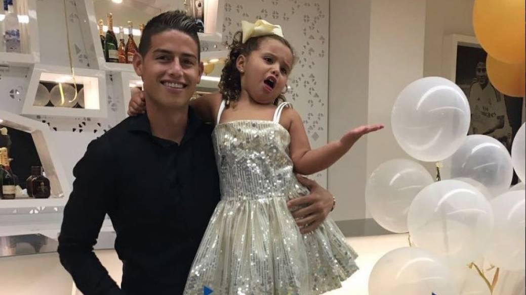 James Rodríguez, futbolista colombiano, y su hija Salomé Rodríguez Ospina.