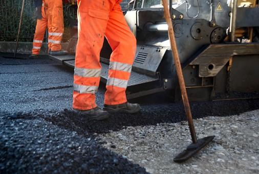 Trabajadores en asfalto