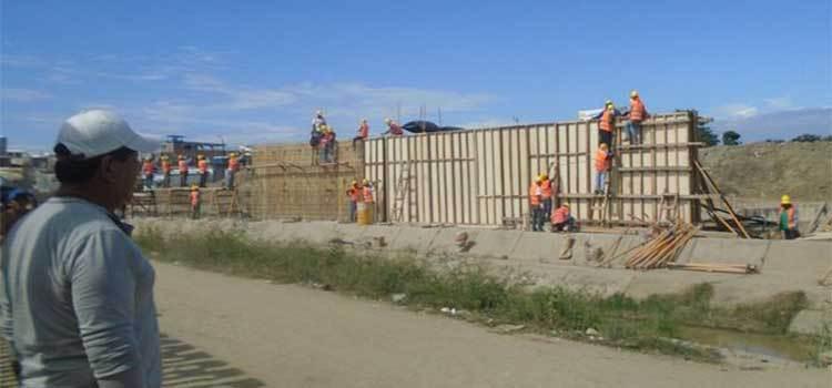 Construcción de muro en Ecuador