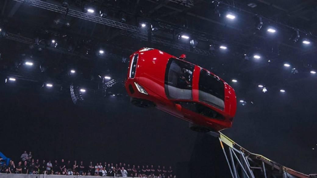 Carro de marca Jaguar.