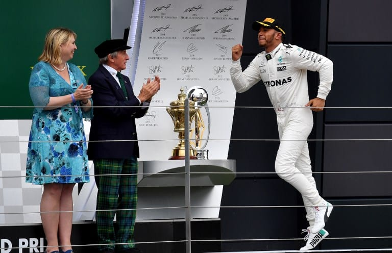 Hamilton festeja victoria