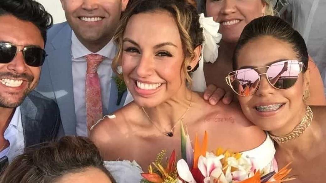 La cantante Maia junto a su esposo, Alberto Bossio, y otros invitados a su boda.