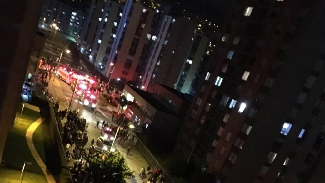 Momentos después de la explosión en el conjunto Torres de Santa Lucía, norte de Bogotá