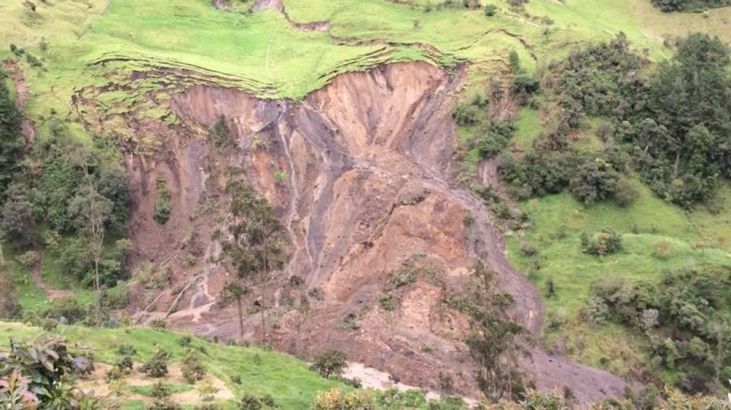 Emergencia por deslizamiento de montaña en La Calera