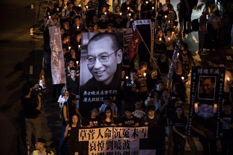 Homenaje al difunto Liu Xiaobo, premio Nobel de Paz chino. Pulzo.com