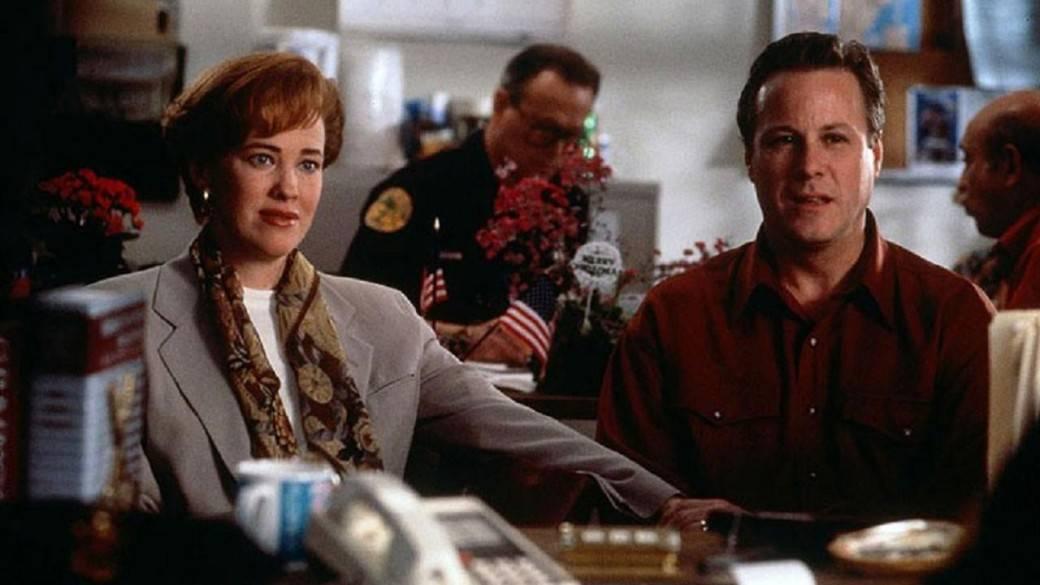 Catherine O'Hara y  John Heard en 'Mi pobre angelito'