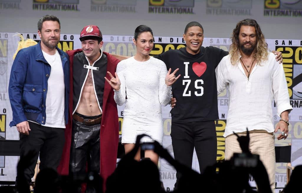 Ben Affleck, Ezra Miller, Gal Gadot, Ray Fisher, y Jason Momoa de ' La liga de la justicia'