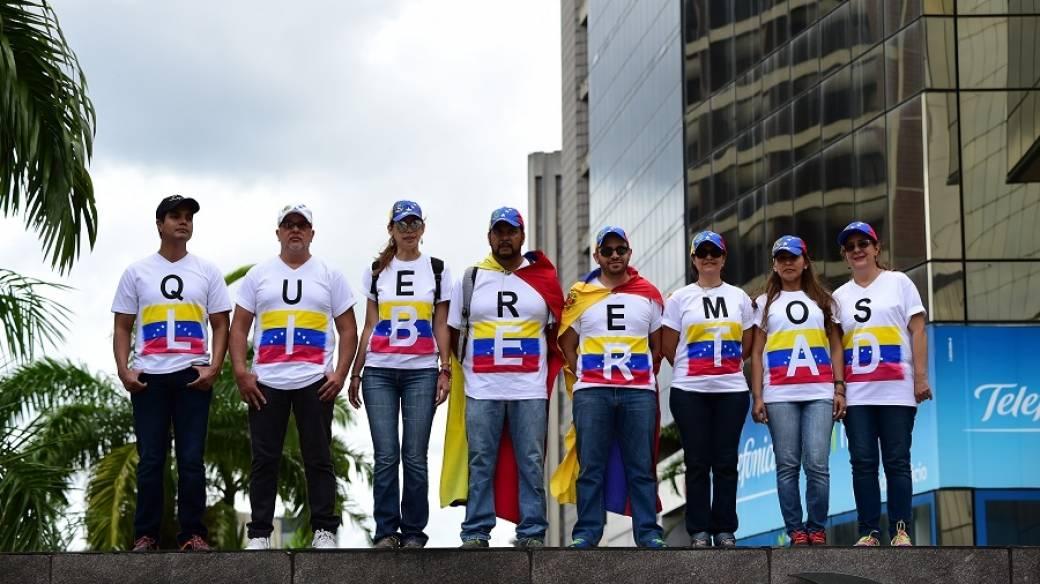 Manifestantes opositores en Venezuela