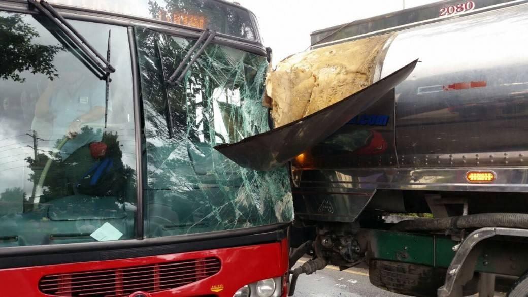 Choque entre bus de Transmilenio y carrotanque