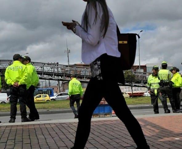 Denuncia de mujer contra patrullero de policía