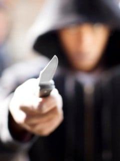 Atacante con cuchillo.
