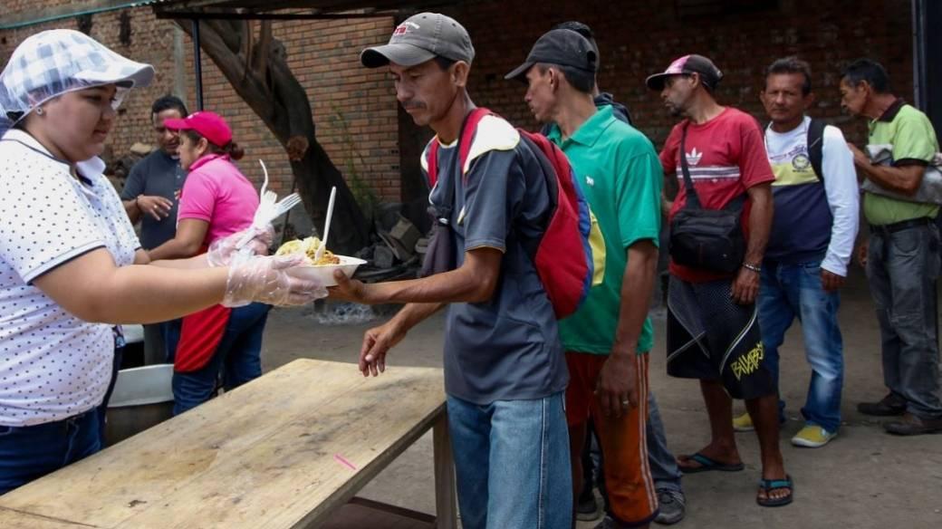 Ayuda a venezolanos que cruzan frontera